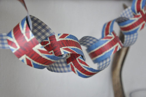 Paper Chain - Union Jack, 200 paper strips, makes 10 metre chain